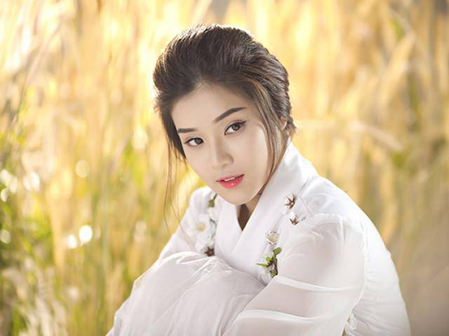 Sau hơn 4 tháng vắng bóng, Hoàng Yến Chibi tái xuất với hình ảnh cổ trang xinh đẹp bất ngờ