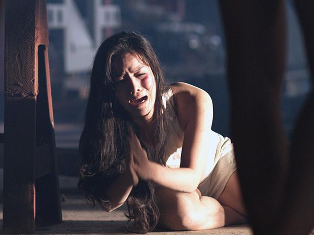 Gây sốc với hàng loạt cảnh khỏa thân bạo lực, phim mới của Nhật Kim Anh bị dán nhãn 18+