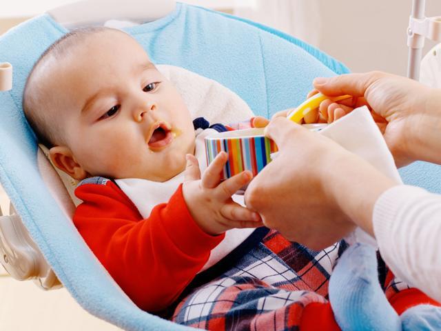 Mẹ có biết: Cho trẻ 7 tháng tuổi ăn bao nhiêu là đủ?
