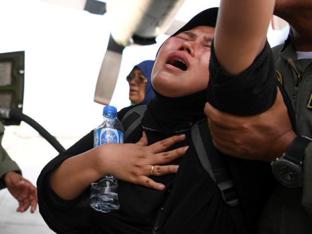Động đất khủng khiếp ở Indonesia: 1.200 người thiệt mạng, lần tìm người thân trong túi đựng thi thể