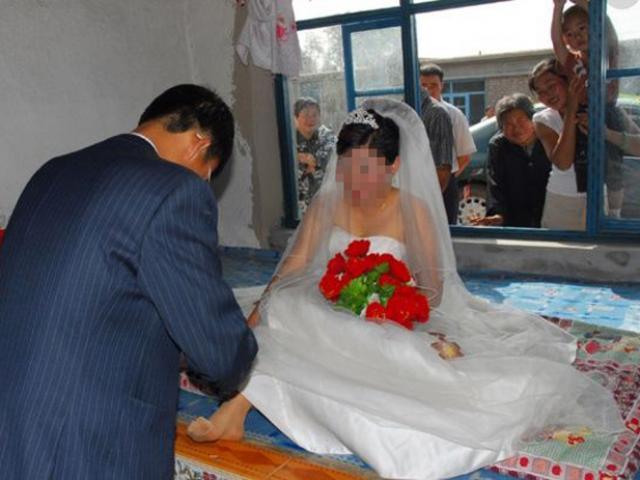 Cô dâu nhất định không chịu động phòng, chú rể đành ngậm đắng vì lý do bất ngờ