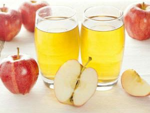 Uống nửa bát nước ép táo, cậu bé 2 tuổi nôn thốc nôn tháo phải nhập viện