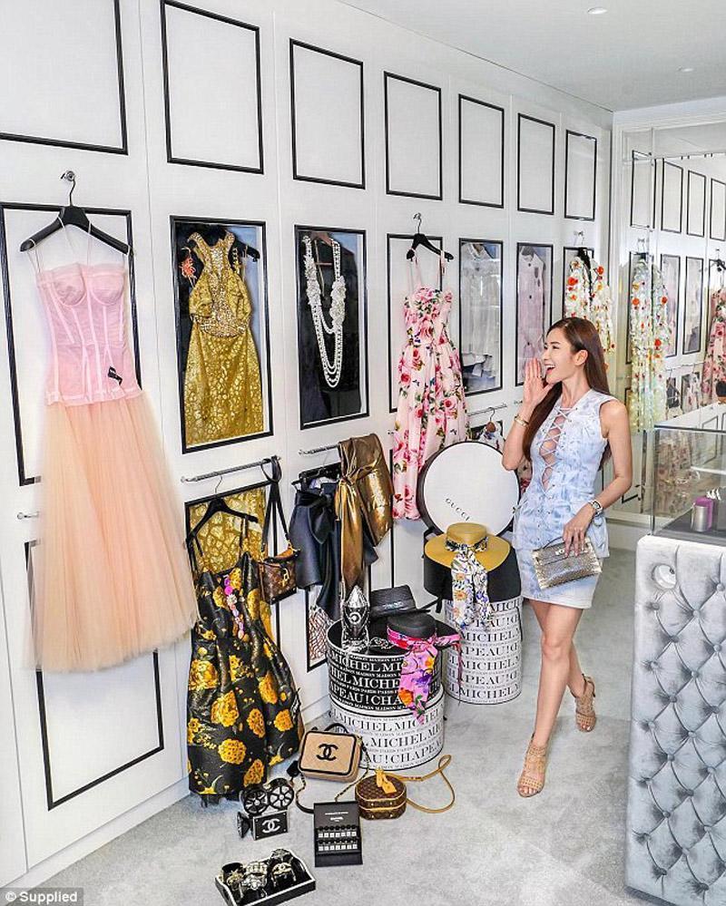 Những ai yêu thích thời trang, sẽ không quá xa lạ vớiJamie Chua, nữ hoàng đồ hiệu của quốc đảo Singapore. Jamie được biết đến như một khách VVIP của nhiều thương hiệu thời trang nổi tiếng trên thế giới.