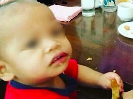 Quấy khóc liên tục, bé trai 2 tuổi bị bảo mẫu nhét ớt vào miệng đến tử vong