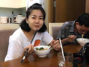 Sao Việt 24h: Mai Phương ăn uống ngon miệng, rạng rỡ bên con sau khi được về nhà