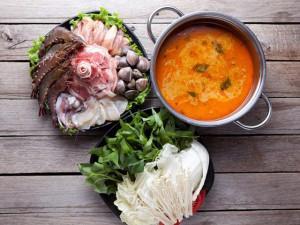 Vừa ăn vừa xuýt xoa với cách nấu lẩu thái hải sản chua cay, ngon đúng vị