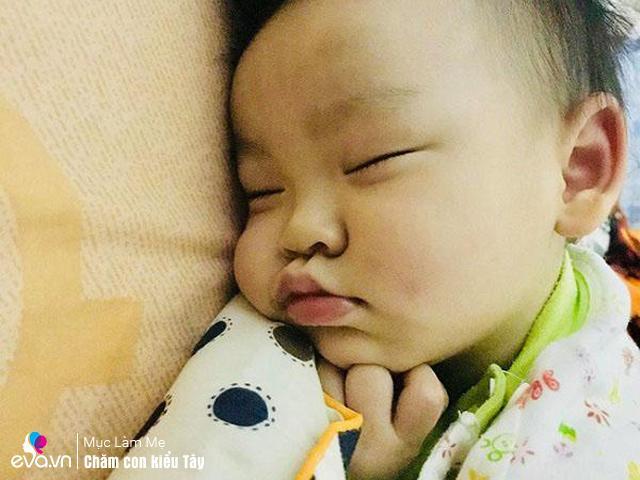 Sau 86 lần/đêm nâng lên đặt xuống, mẹ Việt ở Ireland rèn con ngủ một lèo đến sáng