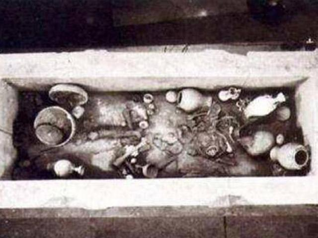 Kho báu bí ẩn trong ngôi mộ khắc dòng chữ Mở ra là chết ngàn năm không ai dám mở