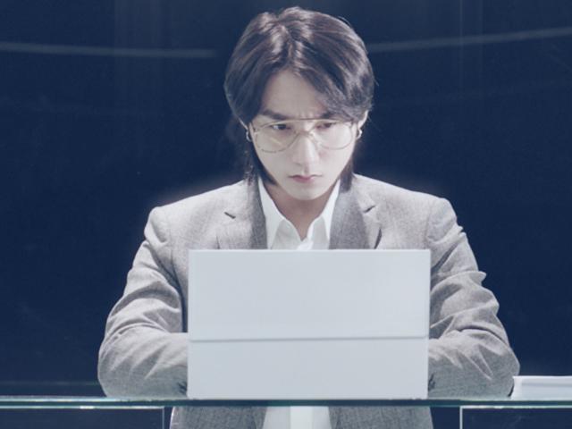 Trở lại sau thời gian im ắng, Sơn Tùng M-TP chuyển nghề làm nhân viên văn phòng sành điệu