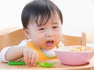 """Giúp mẹ """"bắt mạch"""" trẻ biếng ăn"""