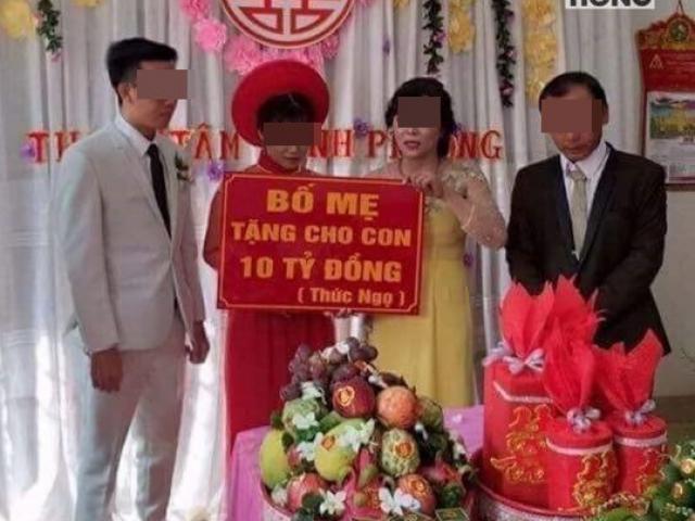 Cô dâu chú rể và tấm biển quà cưới tặng 10 tỷ đồng gây tranh cãi mạng xã hội
