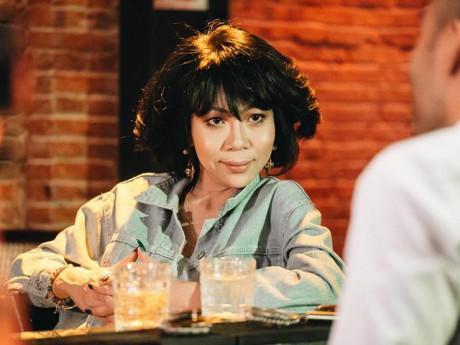 """Đưa tiền cho chồng kém 8 tuổi """"đi đêm"""" với cô gái khác, showbiz Việt chỉ có 1 người!"""