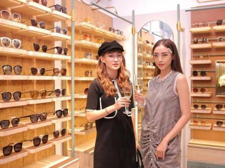Hot girl Salim, Minh Đoàn, stylist Hoàng Ku rạng rỡ hội ngộ ở sự kiện tại Hà Nội