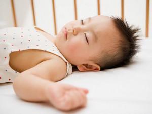 Cách trị chứng ra mồ hôi trộm ở trẻ em trong lúc ngủ