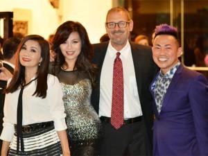 Ngọc Anh 3A đưa chồng Tây đến chung vui cùng bạn thân Nguyễn Hồng Nhung
