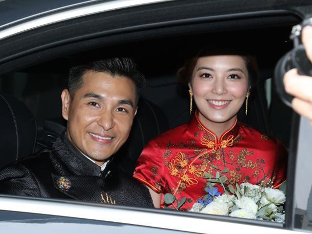 Đám cưới cặp đôi chú - cháu: Cô dâu kém 13 tuổi cười tươi rói trong ngày lên xe hoa