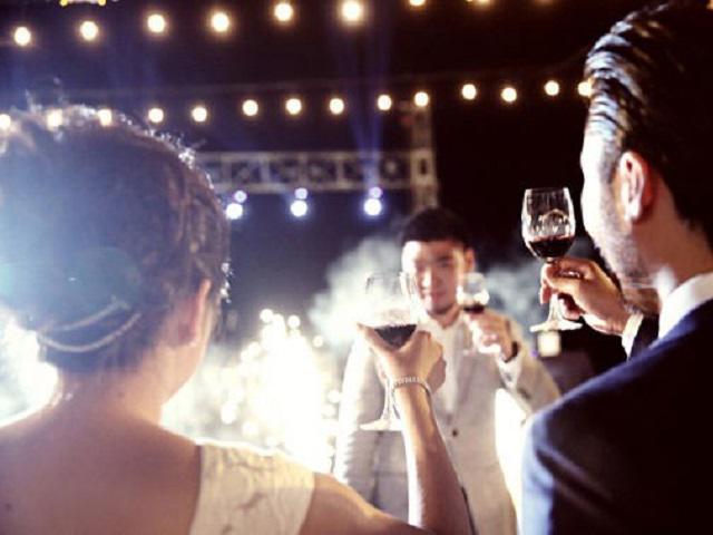 Bên nhau 10 năm không hẹn cưới, anh chàng nhói lòng nhìn bạn gái lên xe hoa với người khác