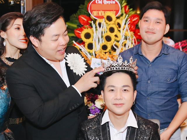 Quang Lê chơi trội tặng vương miện kim cương cho bạn thân Quách Tuấn Du