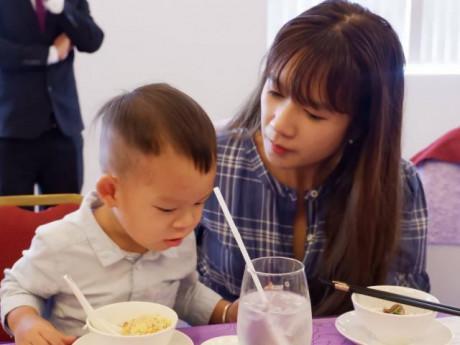 Con trai út Lý Hải Minh Hà mắc tay chân miệng phải cách ly hoàn toàn với các anh chị