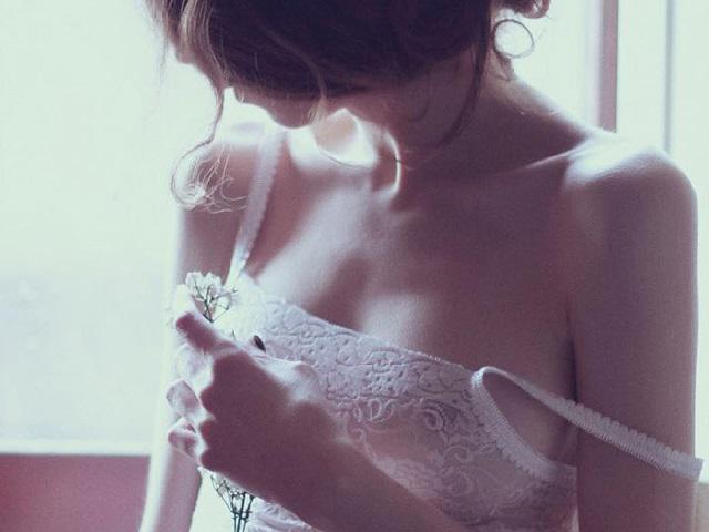 """Bị bạn trai phản bội vì """"lép"""", tôi quyết nâng ngực để trả thù"""