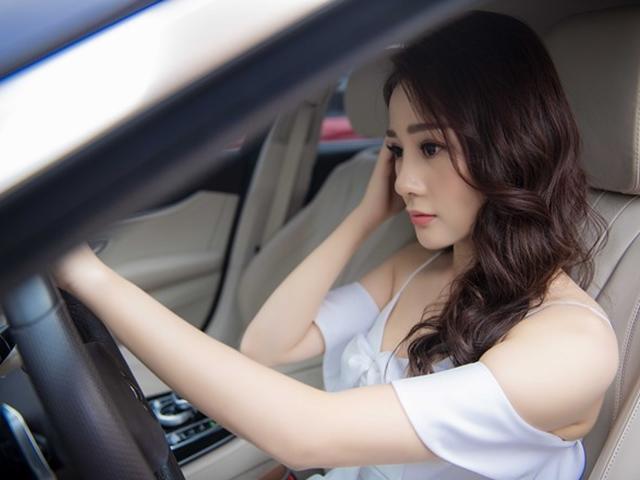 Phương Oanh tự lái xe sang đi sự kiện, ngày càng đẹp và quyến rũ sau phim Quỳnh Búp Bê