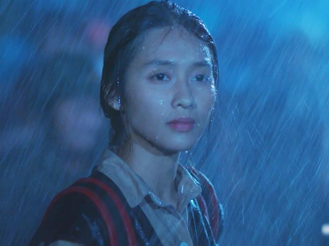 Hậu Duệ Mặt Trời Việt: Hậu chia tay, Khả Ngân lặng người gặp lại Song Luân trong đêm mưa bão
