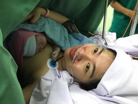 Diễn viên Lê Khánh hạ sinh con trai đầu lòng ở tuổi 37, bé nặng 3,35 kg