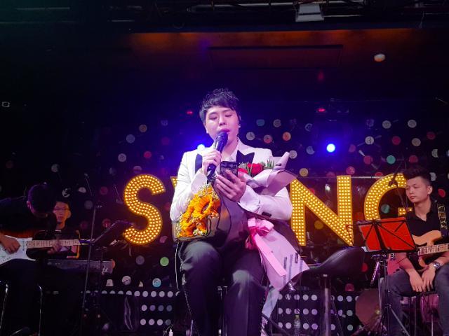Trịnh Thăng Bình ngẫu hứng hát Hongkong1, fan đòi nguyên cả bản audio phòng thu