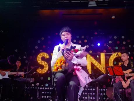 """Trịnh Thăng Bình ngẫu hứng hát Hongkong1, fan """"đòi"""" nguyên cả bản audio phòng thu"""