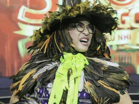 Gây sốc với trang phục toàn lông gà trên ghế giám khảo, Thanh Bạch nói gì?