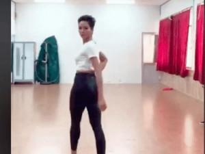 Hoa hậu H' Hen Niê trổ tài catwalk, vô tình để lộ vòng 3 cực nóng bỏng