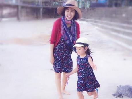 """Chống chọi với bệnh ung thư nhưng Mai Phương không quên dặn con gái """"kệ, cứ vui con nhé"""""""