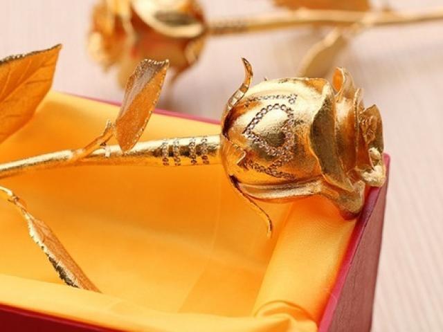 Chất ngất với quà tặng hồng vàng nguyên chất giá hàng trăm triệu đồng dịp 20/10