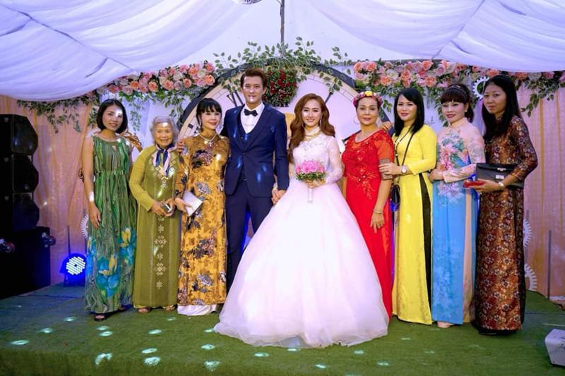 """Nam diễn viên """"Người chiều nước mắt"""" Hà Việt Dũng vừa bất ngờ tổ chức đám cưới cùng cô dâu dân tộc Thái vào cuối tuần qua."""