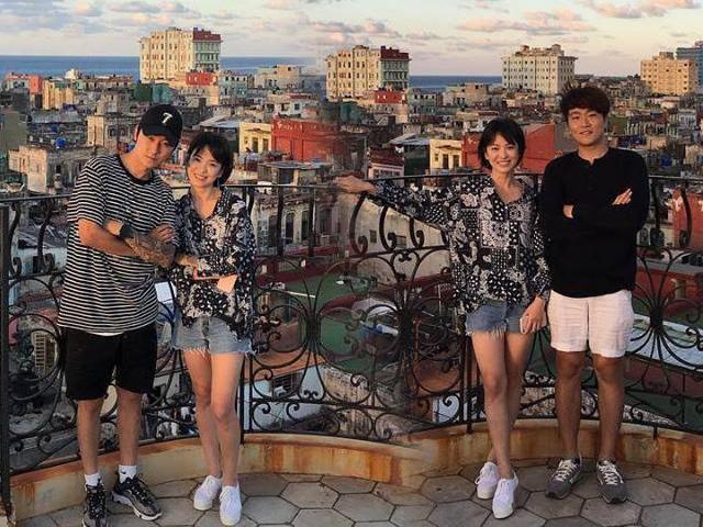 Song Hye Kyo khoe đầu gối củ lạc sau 1 tháng xa Song Joong Ki đến Cuba