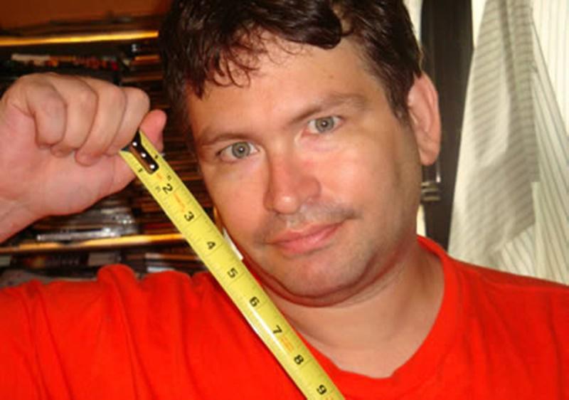 Người đàn ông còn sống, giữ kỷ lục thế giới về dương vật 'khủng' nhất là anh Jonah Falcon. Một chương trình truyền hình đặc biệt đã tiến hành đo đạc và xác nhận, 'cậu nhỏ' của anh Falcon dài tới 34cm.