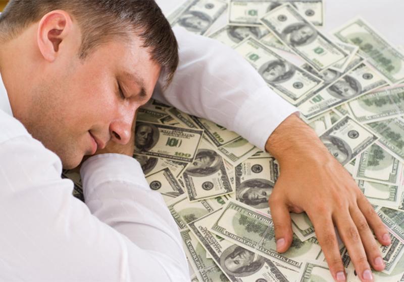 1. Mơ nhặt được tiền  Bạn đã từng mơ thấy mình nhặt được tiền giữa đường hay nhặt được ví của người khác? Nhiều người cho rằng mơ thấy tiền là tốt song theo giải mã giấc mơ, đây lại không phải là điềm lành.
