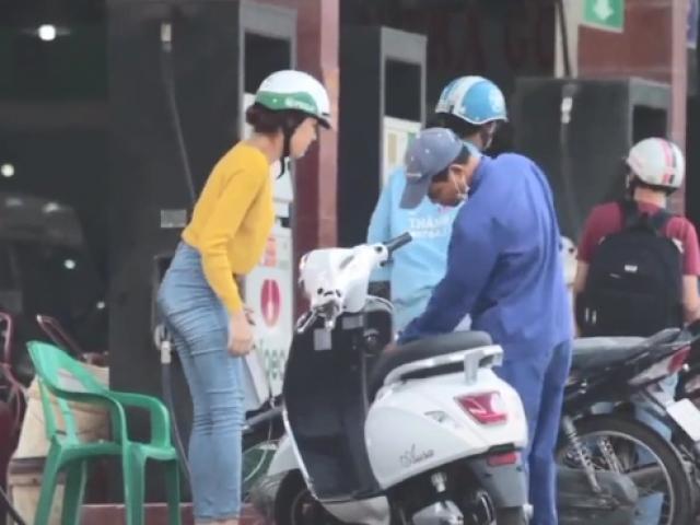 Chị gái dẫn xe đạp điện đi đổ xăng, anh nhân viên hoang mang siêu hài