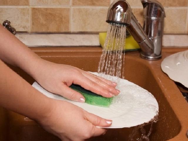Tự rước ung thư vào nhà với những sai lầm rửa bát kinh điển nhiều gia đình mắc phải