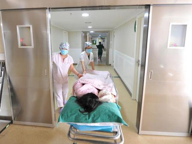 Mẹ U40 tử vong chỉ vài giờ sau sinh vì một tai nạn không ngờ khi bác sĩ mổ đẻ