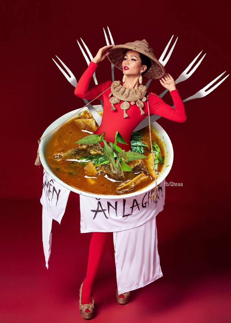 Bộ quốc phục bánh mì của Hoa hậu H' Hen Niê bỗng chốc được cộng đồng mạng hô biến, thành vô vàn món ăn nổi tiếng của Việt Nam như phá lấu.