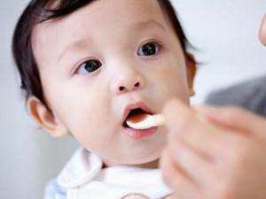 Bác sĩ Nhi mách mẹ cách xử trí khi con bị ho và thuốc ho trẻ em