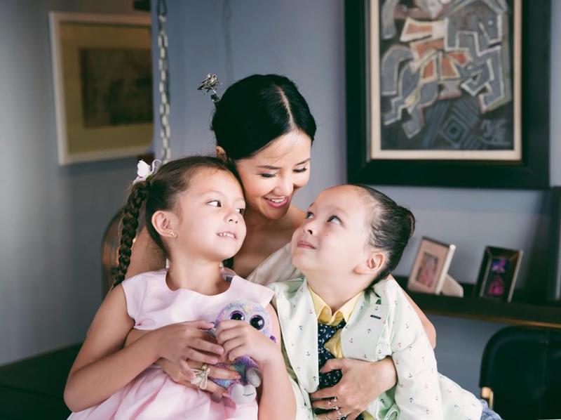 Diva Hồng Nhung có một cặp song sinh lai Tây vô cùng đáng yêu mà ai cũng mơ ước, đó là Aiden và Lea (tên gọi ở nhà là Tôm - Tép).