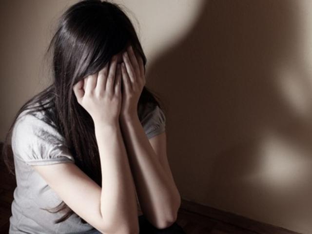 Clip: Người mẹ đau đớn phát hiện con gái 14 tuổi có thai do bố ruột hiếp dâm