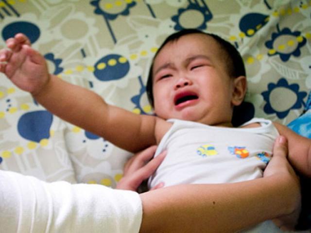 Bé trai 2 tuổi đột nhiên bỏ ăn và liên tục chảy nước dãi, bác sĩ chẩn đoán gây sốc