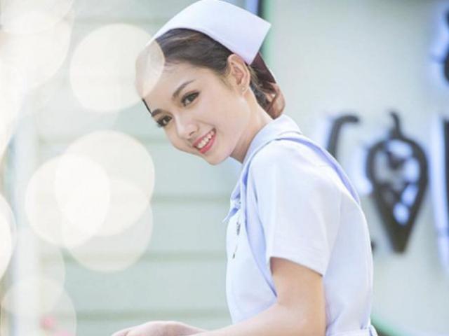 Tin tức 24h: Hé lộ lý do nữ y tá xinh đẹp nhất Thái Lan bị bệnh viện sa thải