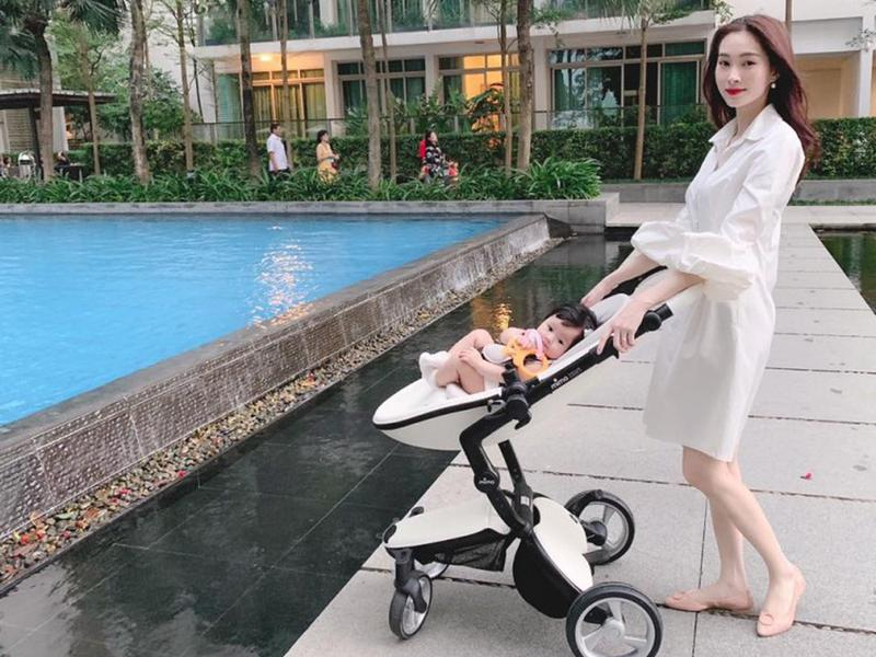 Đặng Thu Thảo gây ấn tượng vì lấy lại vóc dáng thần tốc sau sinh. Tuy vậy, Hoa hậu Việt Nam 2012 tiết lộ cô vẫn duy trì nuôi con bằng sữa mẹ.