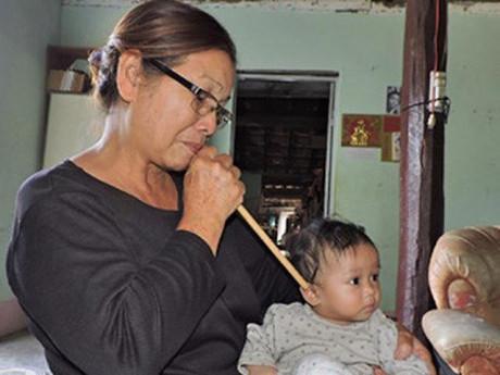 Hàng nghìn mẹ chia sẻ thổi sáp ong vào tai để chữa viêm tai giữa, bác sĩ giật mình!