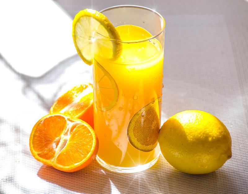 Cam cónguồn dinh dưỡng phong phúnhưvitamin C, chất xơ, folate, chất chống oxy hóa nhưng rất ít calo và đường. Vì vậy, nhiềungười thích ăn hoặcuống nước cam. Tuy nhiên cómột số điều cấm kị bạn nên nhớnếu không muốn rước bệnh.