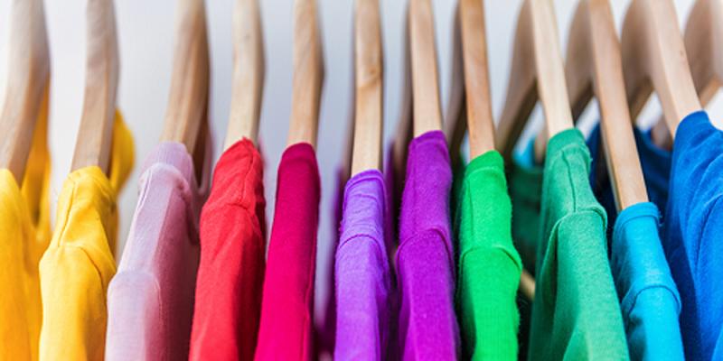 Nếu bạn yêu thích những gam màu rực rỡ, bạn thường là người tiên phong, dẫn đầu trong một tập thể. Tính cách của bạn cũng thân thiện và dễ gần. Thoái mái, lạc quan và hòa đồng là những gì người xung quanh đánh giá về bạn.